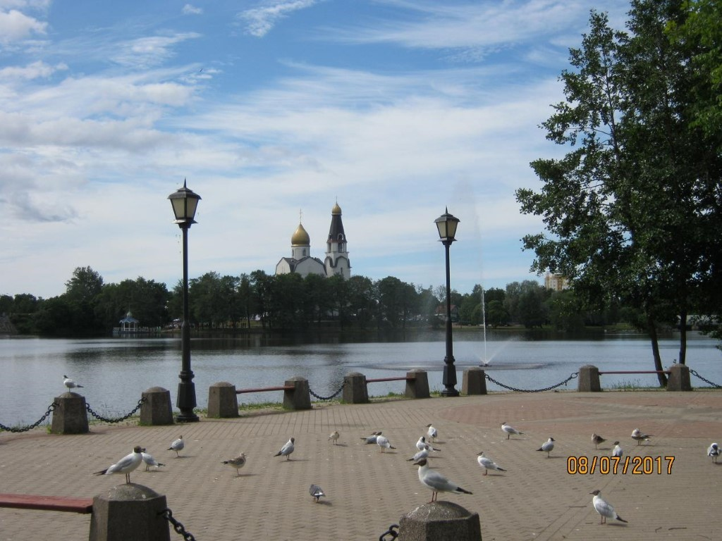 Как находят клады. Вид храма Святых Апостолов Петра иПавла состороны озера