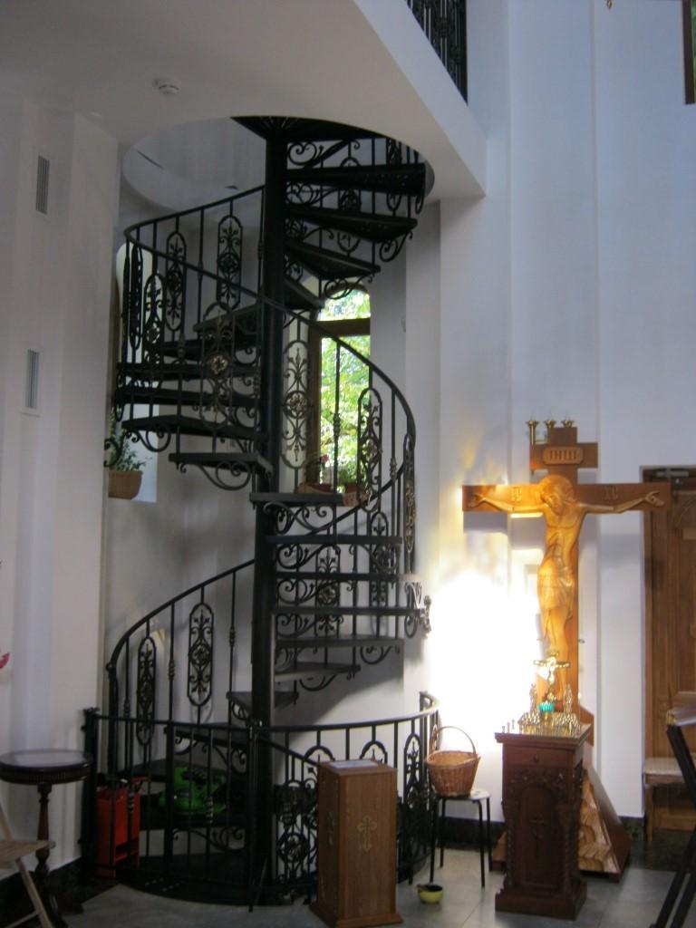Храмы Санкт-Петербурга: фото с названием и описанием. Винтовая лестница, ведущая на колокольню
