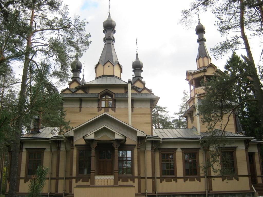 Храмы Санкт-Петербурга: фото с названием и описанием. Церковь Святого преподобного Серафима Саровского. Вид с севера