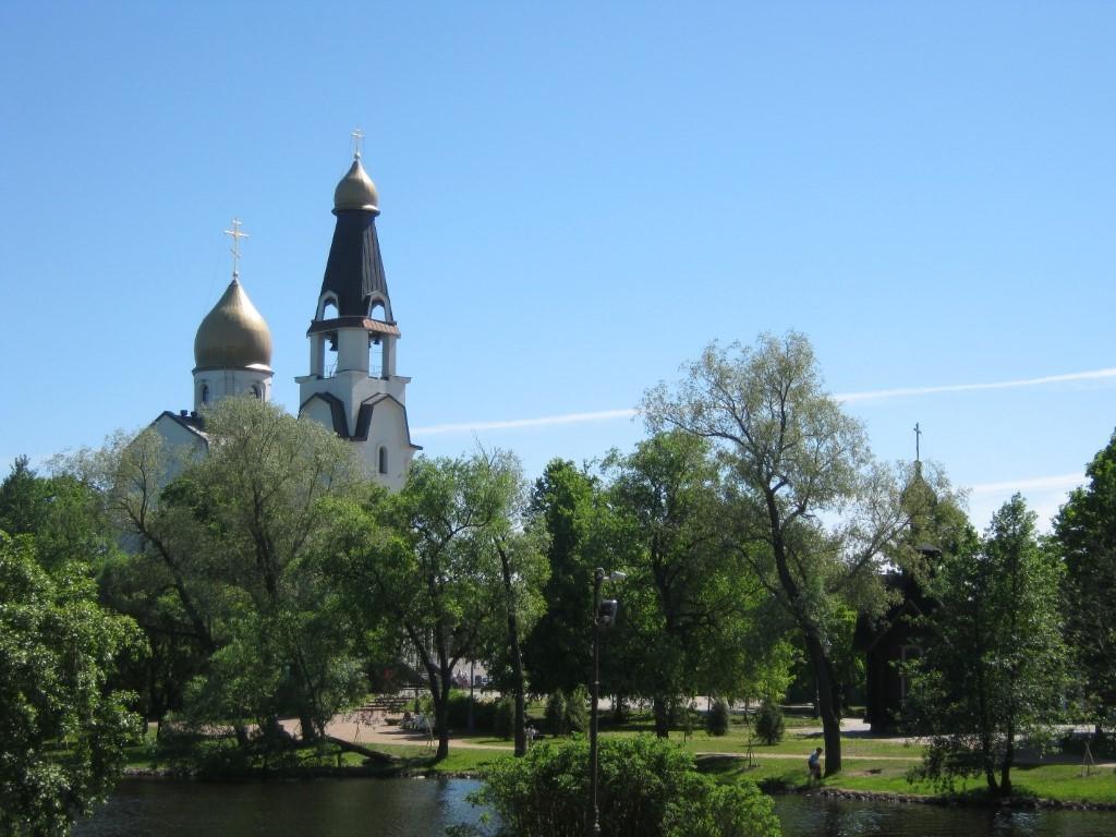 Храмы Санкт-Петербурга: фото с названием и описанием. Храм, словно корабль, вморе зелени