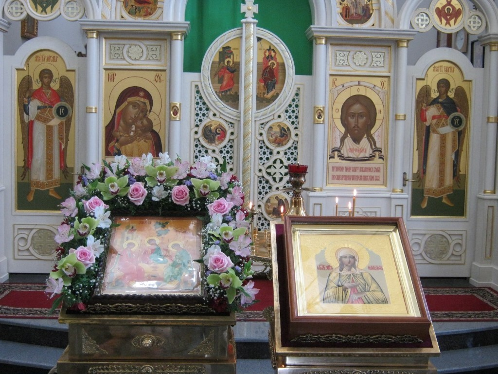 Храмы Санкт-Петербурга: фото с названием и описанием. Центральная часть иконостаса часовни