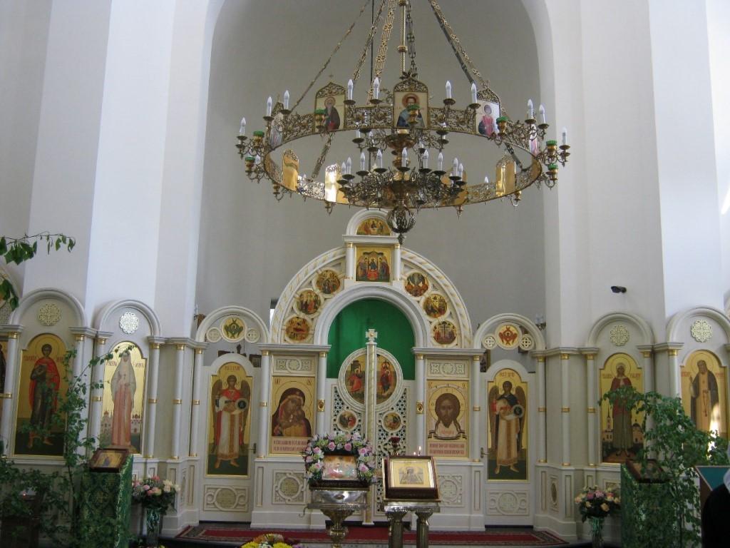 Храмы Санкт-Петербурга: фото с названием и описанием. Иконостас и главный светильник часовни